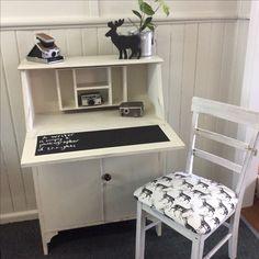 Shabby chic desk with blackboard 'inlay' Shabby Chic Desk, Blackboards, I Shop, Kitten, Vanity, Furniture, Vintage, Home Decor, Cute Kittens