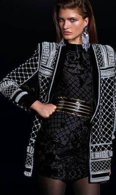 """Segundo o jornal """"Telegraph"""", apesar de ser uma iniciativa da gigante de fast fashion, os preços não serão tão amigáveis. Esse casaco, por exemplo, custará 299.99 libras (cerca de R$ 1780) Divulgação"""