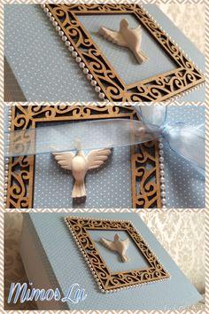 Caixa forrada em tecido e apliques especialmente confeccionada para convidar os padrinhos de batizado do bebê.
