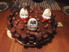 Sütni szeretők, édességet kedvelők oldala! Születésnapra, esküvőre, ünnepnapokra, vagy csak úgy, barátságból! :) különleges alkalmi torták.