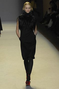 Giambattista Valli Fall 2007 Ready-to-Wear Fashion Show - Catherine McNeil