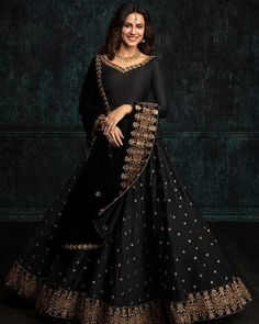 This #blacklehenga design is just taking our hearts away. Check out the latest color trends in lehengas on our blog.  #eventila #wedding #indianwedding #weddingtrends #weddingPhotography #bride #indianfashion #lehenga