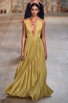 Dior Haute Couture, Couture Fashion, Fashion News, High Fashion, Fashion Beauty, Fashion Show Collection, Couture Collection, Christian Dior, Vogue