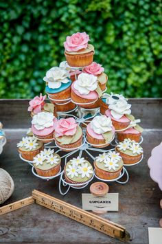 Rustic chic bridal shower | Photo by Elisabetta Marzetti | Read more - http://www.100layercake.com/blog/?p=70323