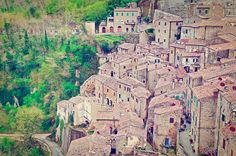 I 20 Paesi più belli d'Italia | Sorano, Toscana - #Italia Places Around The World, Around The Worlds, Trekking, Visit Italy, Italy Travel, Tuscany, To Go, Photo And Video, Landscape