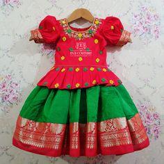 Frocks For Girls, Little Girl Dresses, Girls Dresses, Baby Dresses, Black Gold Chain, Kids Dress Wear, Kids Dress Patterns, Kids Lehenga, Frock Design