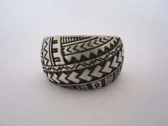 Wedding Ring Tattoos Tatau designs from Pacific Island Tattoos on a ring Samoan Wedding, Polynesian Wedding, Tribal Wedding, Titanium Wedding Rings, Custom Wedding Rings, Hawaiian Heirloom Jewelry, Wedding Band Tattoo, Island Tattoo, Filipino Tattoos