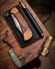 Each item specialy chose to create a lightweight bag with multifunctional items. Survival Gear, Survival Skills, Survival Prepping, Best Bug Out Bag, Urban Edc, Bushcraft Gear, Edc Tactical, Everyday Carry Gear, Edc Tools