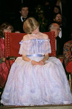 Royals looking bored in public: the Queen, Princess Diana, Prince George, Princess Anne and more - Photo 8