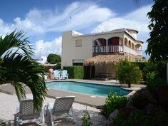 Vakantie Appartement Te Huur Sunset Heights. Meer informatie: http://www.athomecuracao.nl/vakantie-appartement-huur-sunset-heights/27818