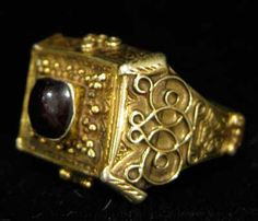 Ottoman Gold Filigree Ring Featuring a Garnet Seal