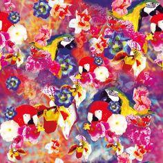 Dieses Textildesign ist zunächst von mir per Hand auf Papier mit unterschiedlichen Stiften gezeichnet worden bis die Papageien mit den verschiedenen Motiven zu einer Collage zusammengesetzt wurden...