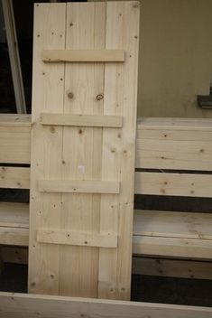 Excellent & Easy Garden Storage Bench: 16 Steps (with Pictures) Garden Storage Bench, Diy Bench, Diy Storage, Pallet Couch, Pallet Benches, Pallet Tables, Pallet Bar, Outdoor Pallet, Pallet Ideas