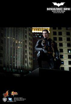 Hot Toys : Batman Begins - Batman/ Bruce Wayne (Batsuit Begins Version) (Batsuit Begins Version) 1/6th scale Collectible Figure