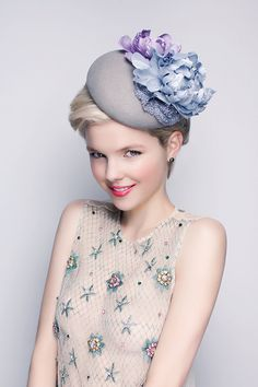 Queen Hat  with lace&silk flowers - Wool pilbox hat with silk flowers Hair Accessories Wedding Headpiece Bridesmaids accessories on Etsy, 99,00€
