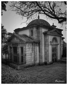 Buenos días. Capilla del Cementerio de San Amaro. #olladasmiñas #lacoruña #acoruña #coruña #lacoruñaenblancoynegro #cementerio #cementery…