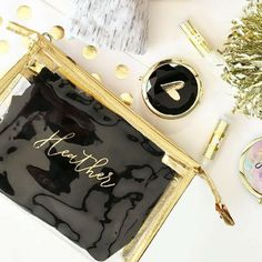 Amazing Wedding Makeup Tips – Makeup Design Ideas Bridesmaid Gifts From Bride, Bridesmaid Makeup Bag, Bridesmaid Proposal Box, Bridesmaids, Wedding Makeup Tips, Natural Wedding Makeup, Natural Makeup, Maquillage Goth, Bride Getting Ready
