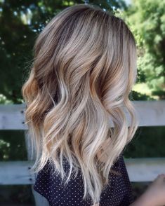 Hair Styles 2018 Appealing Vanilla Blonde Balayage Chunky Wavy Hair … Hair Styles 2018 Appealing Vanilla Blonde Balayage Chunky Wavy Hair Kjbhair Pic For Color And Trend Ultra Flirty Blonde Hairstyles You Have To Try — Style Estate Balayage Blond, Hair Color Balayage, Ombre Hair Color, Hair Highlights, Short Balayage, Blonde Color, Baylage Blonde, Balayage Hairstyle, Hair Bayalage