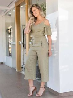 Cute Fashion, Fashion Pants, Hijab Fashion, Fashion Dresses, Womens Fashion, Sleeves Designs For Dresses, Western Dresses, Jumpsuits For Women, Stylish Outfits