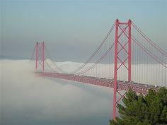 Portugal- Ponte 25 de Abril ligação Lisboa-Almada  Resultados da pesquisa de http://www.intercambiocultural.com.br/intercambio-portugal/intercambio-portugal-lisboa-europa.jpg no Google