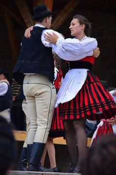 Hungarian Dance, I Dream Of Genie, Folk Clothing, Folk Dance, Medan, People Of The World, Culture, Costumes, Embroidery