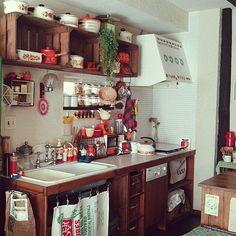 Loft Kitchen, Messy Kitchen, Apartment Kitchen, Kitchen Cabinets Decor, Home Decor Kitchen, Kitchen Interior, Hippie Kitchen, Sweet Home, Small Dining