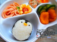 Bento USA Moriazu Penguin Rice Ball Lunch--tutorial for making rice penguin Cute Bento Boxes, Cool Lunch Boxes, Yummy Lunch Box, Bento Kids, School Lunch Recipes, Children Food, Kawaii Bento, Japanese Lunch, Edible Creations