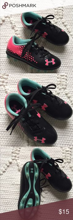 Under Armour soccer cleats Girl's size 11. Excellent condition! Under Armour Shoes