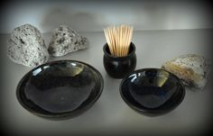 Set van 2 uniek handgedraaide tapas kommetjes / schaaltjes + houder tandestokers / steengoed door Evacreajewel op Etsy