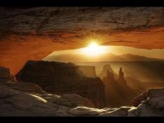 The morning light was just right to get the suns radials on the underneath of the arch.Mesa Arch, Canyonlands national Park, on the border of Colorado and Utah - Pixdaus