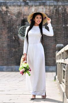 Ao Dai – White dress, charming traditional cloth of Vietnamese women