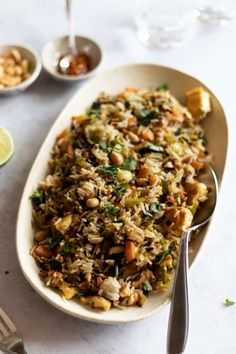 This easy vegan tofu fried rice recipe is a super simple recipe that will allow you to use any leftover veggies you'd like along with giving you another way to cook tofu! Healthy Rice Recipes, Vegan Recipes Easy, Veggie Recipes, Healthy Cooking, Healthy Eating, Healthy Meals, Vegan Fried Rice, Vegan Fries, Ways To Cook Tofu