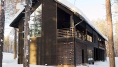Honka Markki house represents contemporary Nordic architecture with respect for the local tradition. Scandinavian Architecture, Wood Architecture, Nordic Home, Scandinavian Home, Nordic Style, Prefab Homes, Log Homes, Lodge Look, Black Exterior
