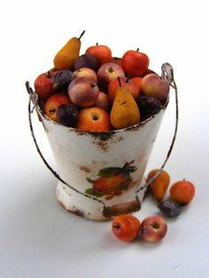 Bucket of fruits - Miniature in 1:12 by Erzsébet Bodzás, IGMA Artisan