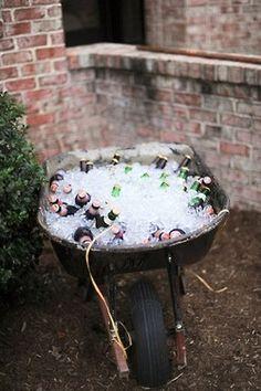 9 Easy DIY Ideas for Your Next Outdoor Party Having a summer party that looks li. 9 Easy DIY Ideas for Your Next Outdoor Party Having a summer party that looks like a million bucks have Diy Außenbar, Easy Diy, Diy Crafts, Upcycled Crafts, Simple Diy, Clever Diy, Repurposed, Diy Wedding, Rustic Wedding