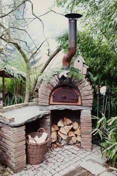 {<3} pizza oven! i need this in my life!