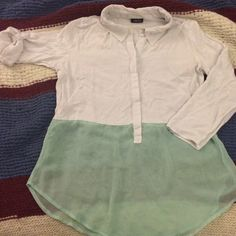 Breezy White/Sea Green Summer Rue21 Top Super breezy. Bodice does not have a lot of give, and fits smaller than sized. Great for the spring and summer! Rue 21 Tops Blouses
