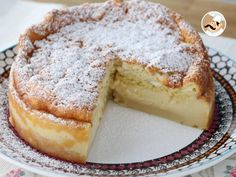 Have you heard about magic cakes ? With only one mix, you will get three different layers : flan, cream and sponge cake. No Bake Desserts, Dessert Recipes, Lemon Sponge Cake, Lemon Brownies, Sweet Bread, Cakes And More, Pound Cake, Food Videos, Tapas