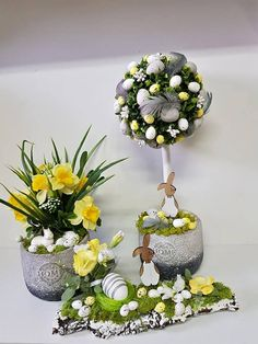 Here Comes Peter Cottontail, Egg Decorating, Easter Baskets, Easter Eggs, Diy And Crafts, Projects To Try, Floral Wreath, Wreaths, Table Decorations