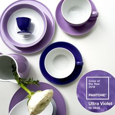 2018 wird lila. genauer gesagt #UltraViolet So lautet nämlich die #Pantone Farbe des Jahres. Unseren Tisch decken wir daher mit den Dibbern Solid Color Serien Flieder und Violett!