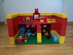 Hier siehst du die bespielbare Rückseite von einem Haus aus LEGO® Duplo. Diese und weitere Bauideen gibt es auf BRICKaddict.de - einem Blog für LEGO® Duplo Inspirationen und Bauvorlagen.