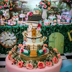 Alice in Wonderland Party: 85 decent movie ideas and tutorials Christmas Bridal Showers, Disney Bridal Showers, Alice In Wonderland Decorations, Alice In Wonderland Cakes, Tea Party Theme, Birthday Party Decorations, Birthday Parties, 12th Birthday Cake, Tea Party