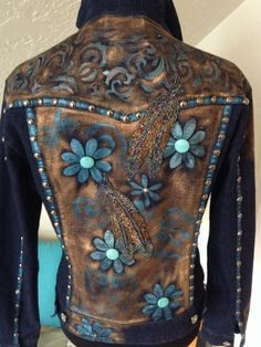 floral embroidery on jeans jackets Painted Jeans, Painted Clothes, Hand Painted, Denim And Lace, Looks Country, Denim Ideas, Denim Crafts, Clothing And Textile, Altering Clothes