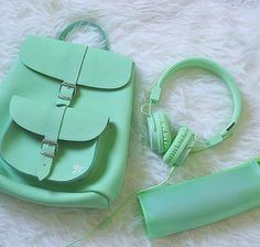 Image shared by 「효리 씨」. Find images and videos about aesthetic, green and pastel on We Heart It - the app to get lost in what you love. Mint Green Aesthetic, Aesthetic Colors, Aesthetic Pictures, Aesthetic Girl, Color Menta, Mint Color, Green Colors, Color Verde Aqua, Girls Tumblrs