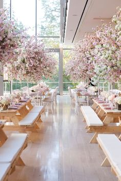 Gala picnic. Nice twist for an event and so chic. By Melissa Andre Events