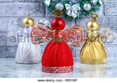 Guide on the photo how to make a decorative angel from a bottle, self-adhesive shiny paper, ribbon and a Christmas ball with Stock Photo: 227533486 - Alamy Easy Christmas Decorations, Beaded Christmas Ornaments, Christmas Balls, Christmas Angels, Simple Christmas, Christmas Crafts, Fairy Crafts, Angel Crafts, Flower Crafts