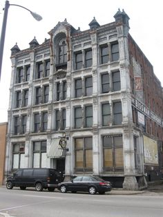 The Bissman Building was used at the Brewer Hotel and Portland Daily Bugle in The Shawshank Redemption in Mansfield, Ohio.