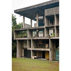 Yellow And green / blue Shodan House - Le Corbusier Le Corbusier Architecture, Houses Architecture, Concrete Architecture, Classic Architecture, Amazing Architecture, Interior Architecture, Chinese Architecture, Futuristic Architecture, Architecture Images