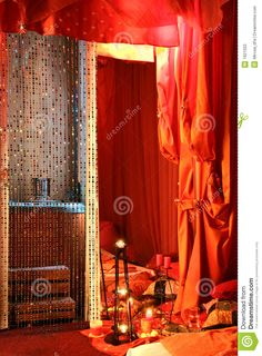 ambiente-sensuale-della-camera-da-letto-1921503.jpg 956×1.300 pixel