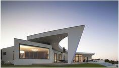 34 Ideas exterior house design contemporary building for 2019 House Paint Exterior, Exterior Design, Open Architecture, Contemporary Building, Unique Buildings, Exterior Remodel, Roof Design, Modern House Design, House Styles